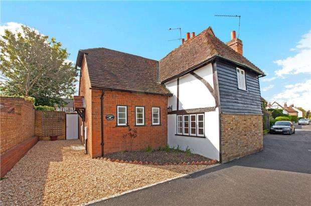 2 Bedrooms Semi Detached House for sale in Holyport Street, Holyport, Maidenhead