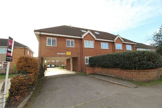 2 Bedrooms Flat for sale in Charles Court, Feltham Road, Ashford, Middlesex