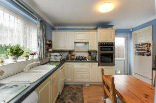 3 Bedrooms Detached House for sale in Spring Shaw Road, Orpington