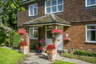 4 Bedrooms Detached House for sale in Tulip Tree Close, Tonbridge
