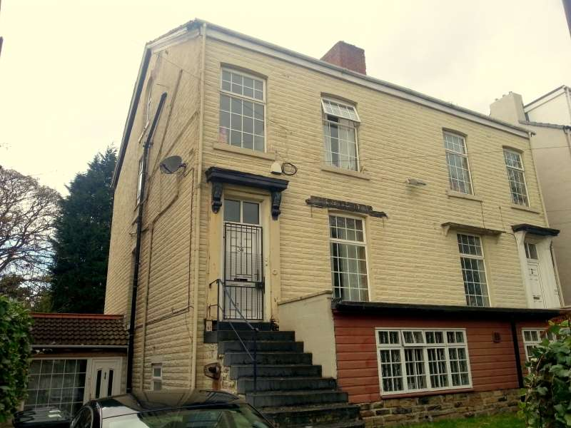 9 Bedrooms Semi Detached House for rent in Cliff Road, Hyde Park, Leeds