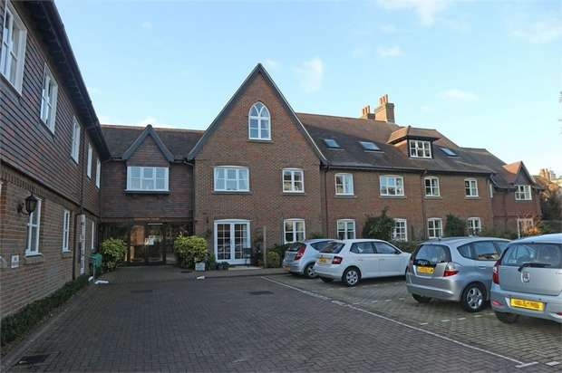 2 Bedrooms Flat for sale in Church Lane, Lymington, Hampshire
