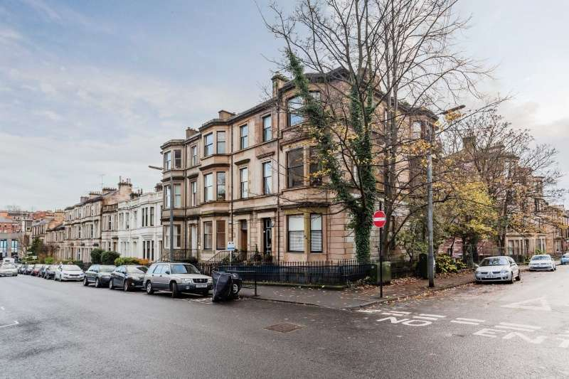 3 Bedrooms Flat for sale in Roxburgh Lane, Glasgow, G12 9AJ
