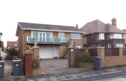 4 Bedrooms House for sale in Queens Promenade, Blackpool, Lancashire, FY2