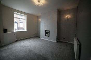 2 Bedrooms Terraced House for rent in Rochdale Road, Shaw, Oldham OL2