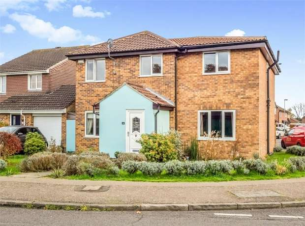 4 Bedrooms Detached House for sale in Priors Drive, Norwich, Norfolk