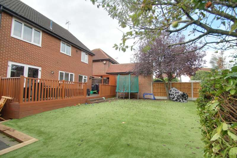 4 Bedrooms Detached House for sale in Rectory Avenue, Ashingdon