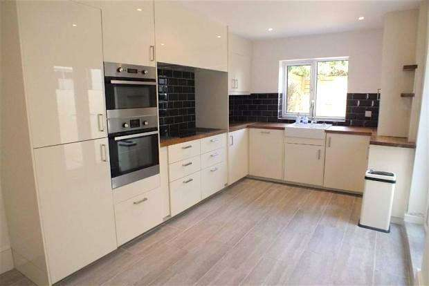 3 Bedrooms Terraced House for sale in Stoneham Road, Hove, East Sussex, BN3 5HJ