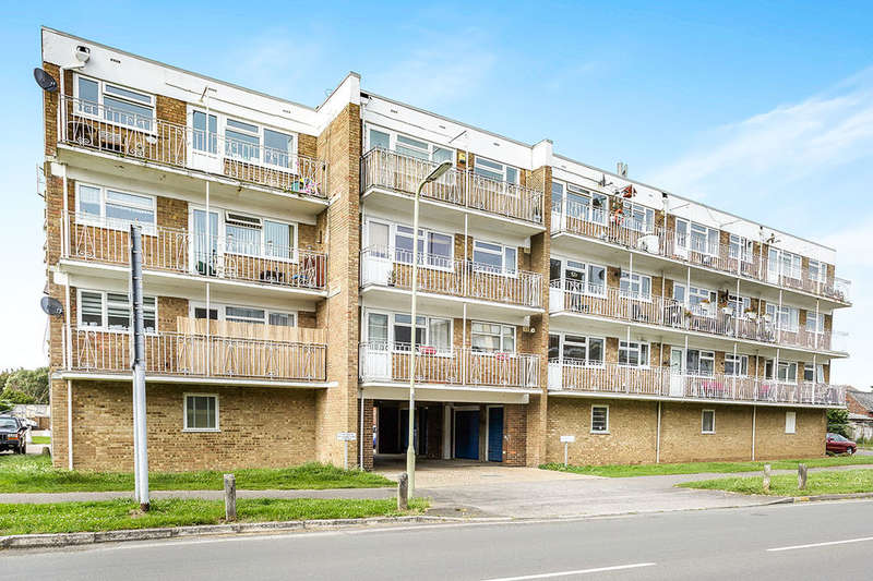 2 Bedrooms Flat for rent in Nicholas Court Green Lane, Hayling Island, PO11