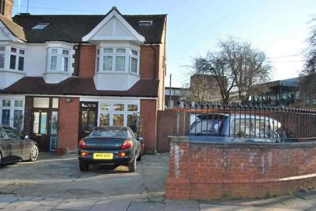 3 Bedrooms End Of Terrace House for sale in Wilmer Way, Southgate, N14