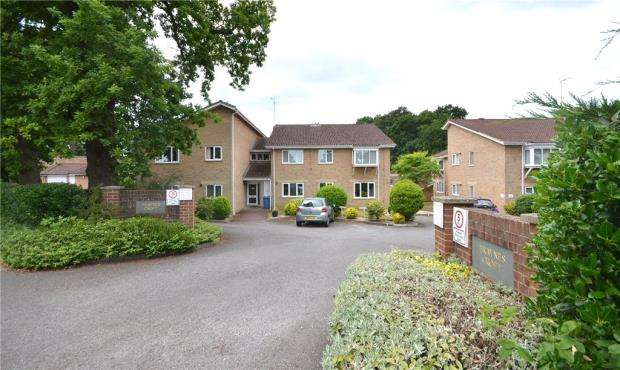 2 Bedrooms Apartment Flat for sale in Fraynes Croft, Crookham Road, Fleet