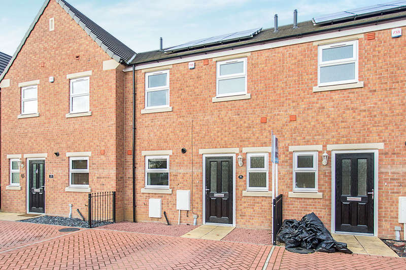 3 Bedrooms Terraced House for sale in Kings Avenue, Airedale, Castleford, WF10