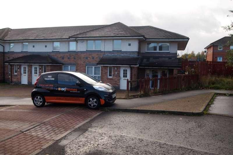 4 Bedrooms Semi Detached House for rent in Birgidale Terrace, Castlemilk