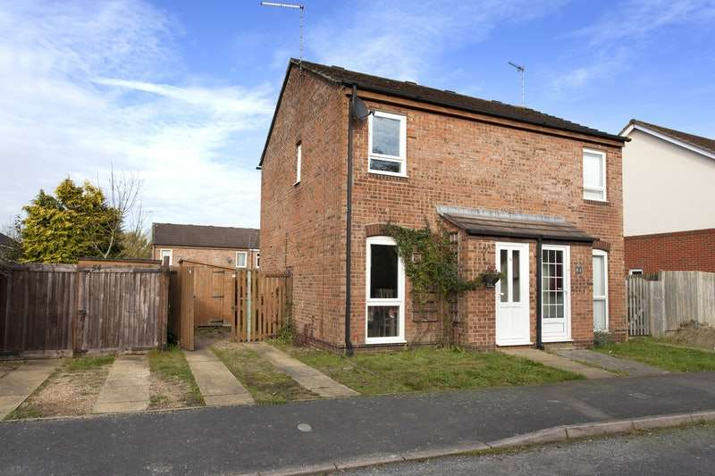 2 Bedrooms Semi Detached House for sale in Granary Way, Horsham, West Sussex, RH12