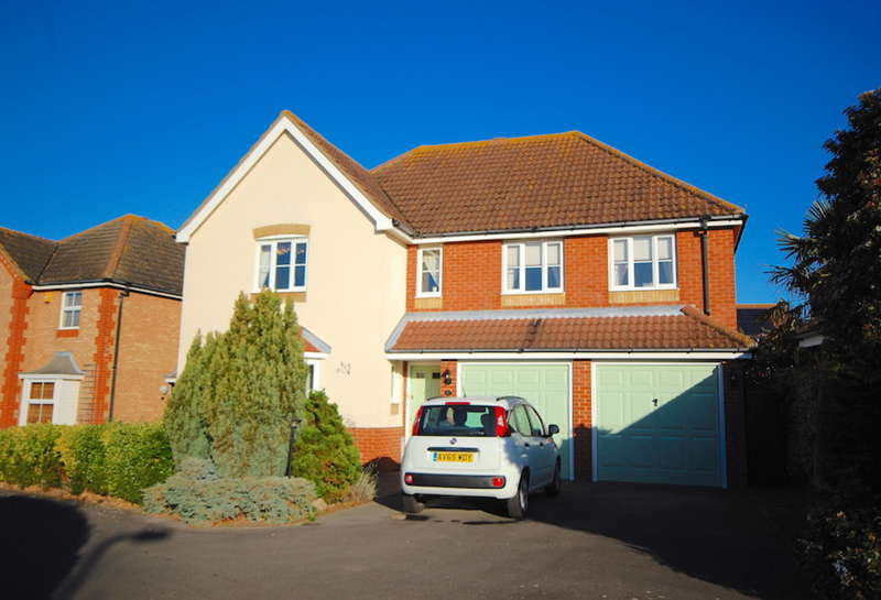 5 Bedrooms Detached House for sale in Lavender Drive, Southminster, CM0