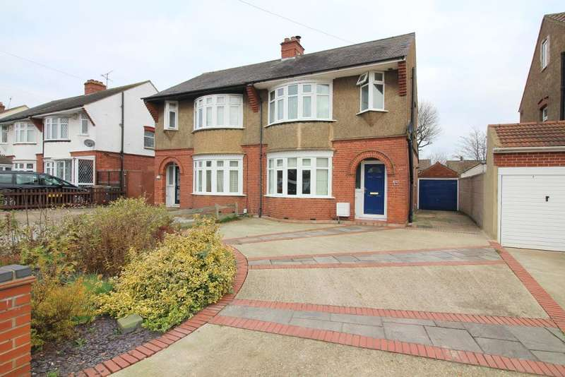 3 Bedrooms Semi Detached House for sale in Ashcroft Road, Luton, Bedfordshire, LU2 9AA