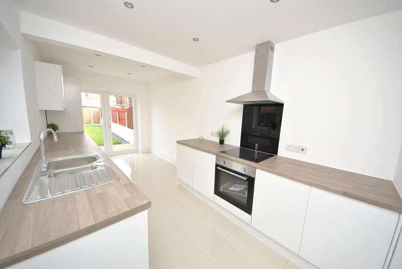 3 Bedrooms Semi Detached House for rent in Brook Street, Southport, Merseyside. PR9 8HY