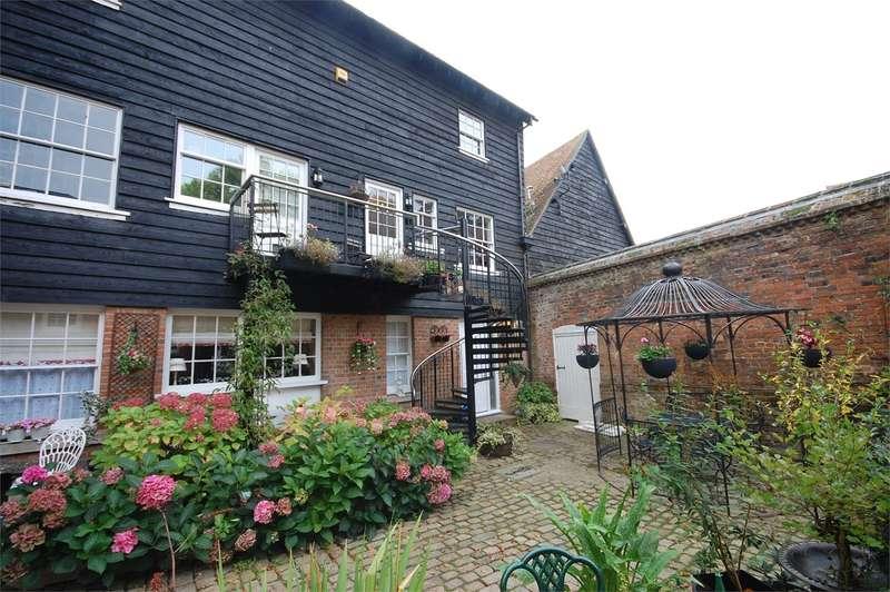 1 Bedroom Ground Maisonette Flat for sale in Prebendal House, Parsons Fee, HP20