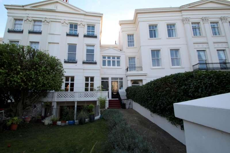 2 Bedrooms Flat for rent in Montpelier Crescent, Brighton