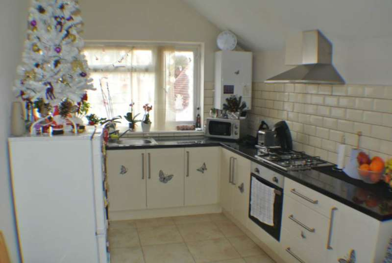 2 Bedrooms Flat for sale in Randolph Road, Caversham, RG1
