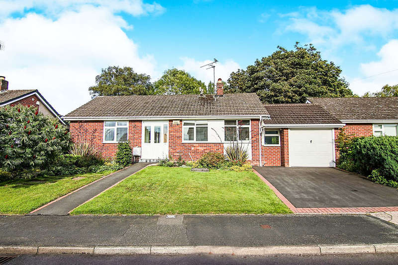 2 Bedrooms Detached Bungalow for sale in Stonebank Drive, Little Neston, NESTON, CH64