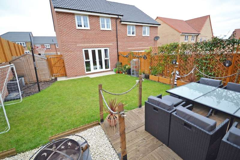 3 Bedrooms Semi Detached House for sale in Johnson Road, Wakefield