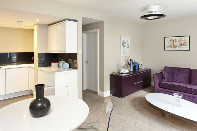 2 Bedrooms Ground Flat for sale in Lilford Rd, Camberwell, London, SE5 9HX