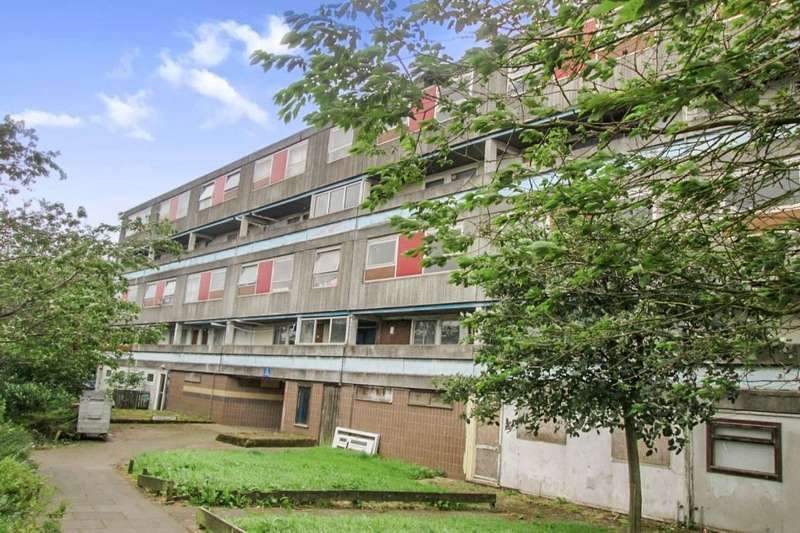 3 Bedrooms Flat for rent in Forres Drive, Glenrothes, KY6