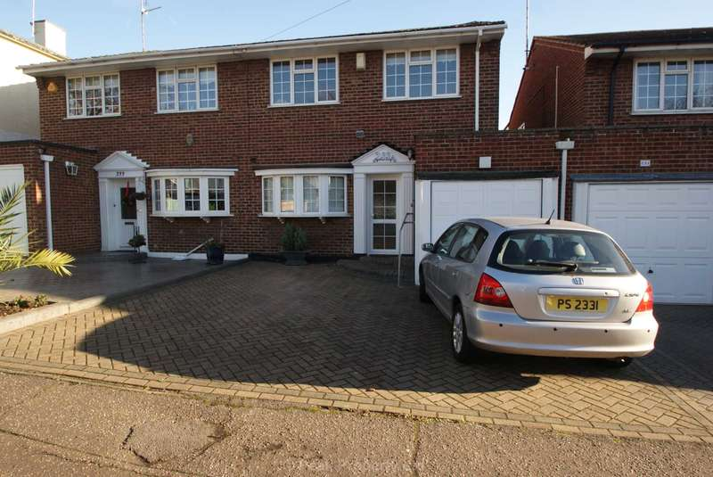 4 Bedrooms Semi Detached House for rent in Southbourne Grove, Westcliff On Sea