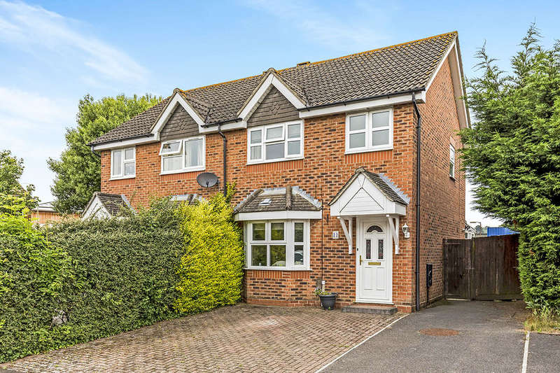 3 Bedrooms Semi Detached House for sale in Redwood Grove, Havant, PO9
