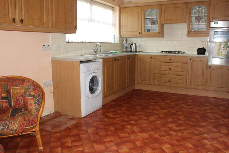 3 Bedrooms Terraced House for sale in Muggeridge Road, Dagenham