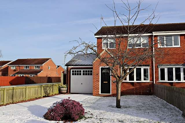 3 Bedrooms Semi Detached House for rent in Garsdale Close, Yarm, TS15