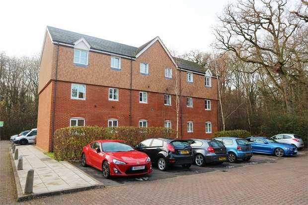 2 Bedrooms Flat for sale in Poperinghe Way, Arborfield, Reading, Berkshire