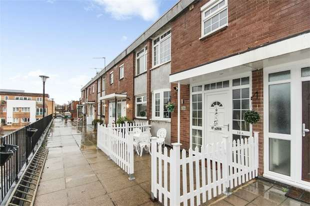 2 Bedrooms Maisonette Flat for sale in Stoneleigh Broadway, Epsom, Surrey