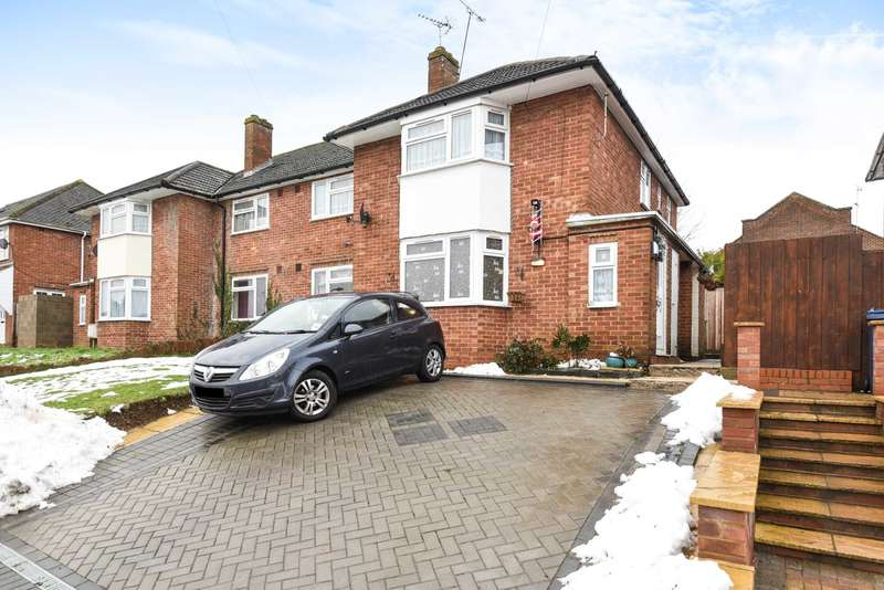 2 Bedrooms Flat for sale in Chiltern Avenue, High Wycombe