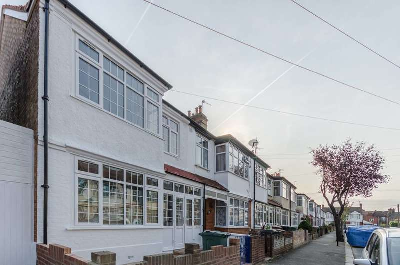 5 Bedrooms House for rent in Garner Road, Walthamstow, E17