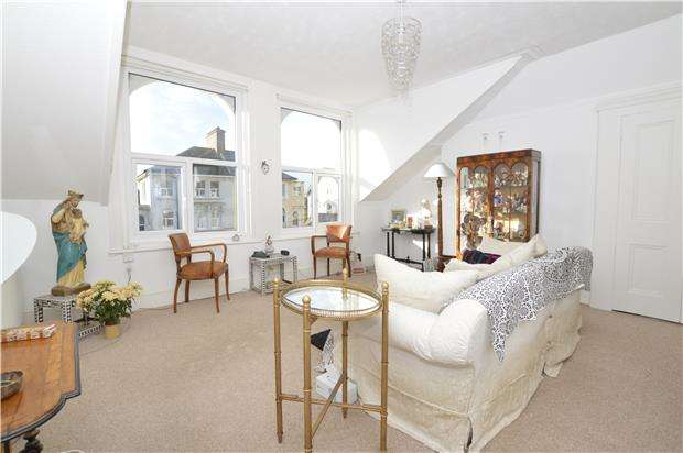 2 Bedrooms Maisonette Flat for sale in Baldslow Road, HASTINGS, East Sussex, TN34 2EY