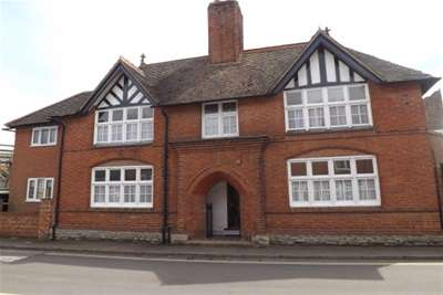3 Bedrooms Detached House for rent in UNION STREET, NEWPORT PAGNELL, MK16