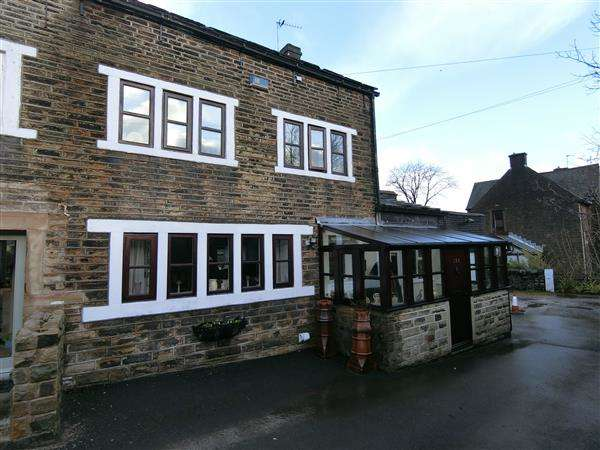 3 Bedrooms End Of Terrace House for sale in Huddersfield Road, Holmfirth
