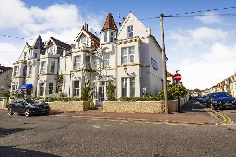 3 Bedrooms Flat for sale in Egerton Road, Bexhill On Sea, TN39