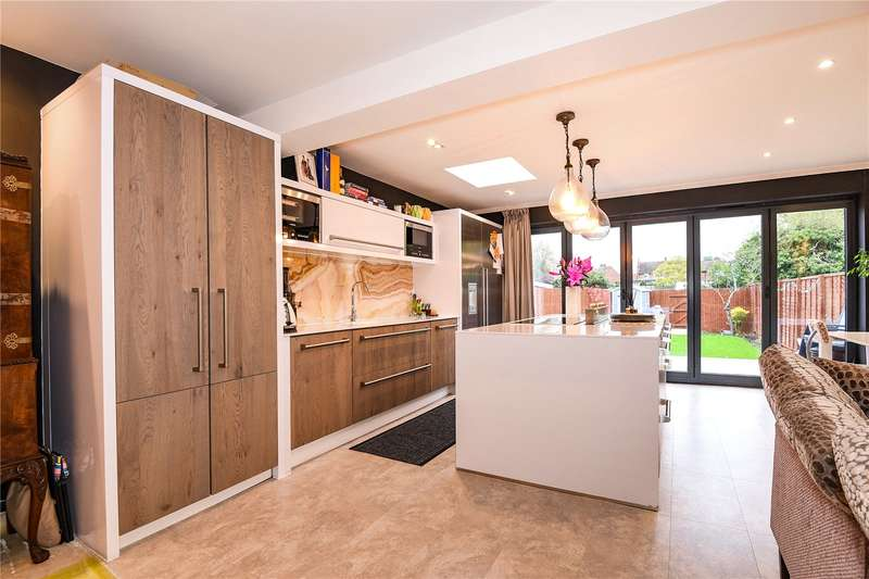 2 Bedrooms Semi Detached Bungalow for sale in Pavilion Way, Eastcote, Middlesex, HA4