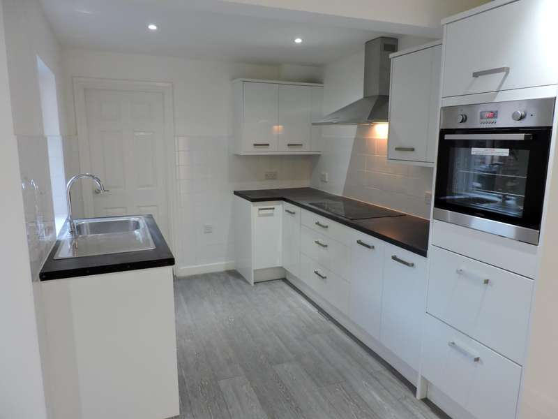 3 Bedrooms Semi Detached House for rent in Hughenden Road, High Wycombe