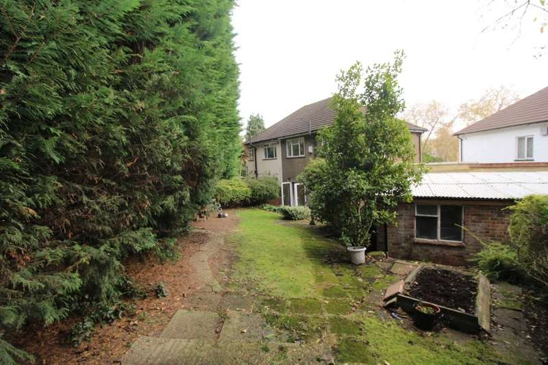 3 Bedrooms Flat for rent in Auckland Gardens, London, SE19