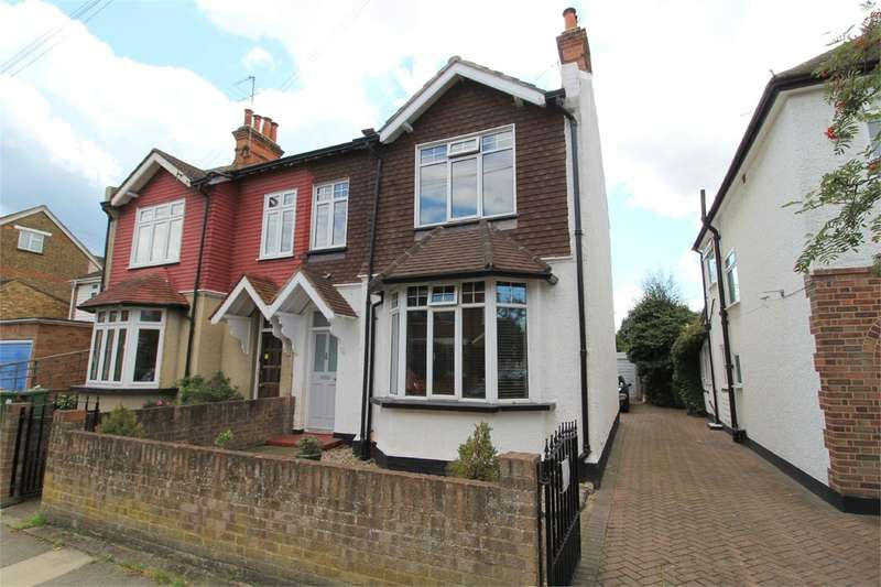 4 Bedrooms Semi Detached House for sale in Chaucer Road, Ashford, TW15