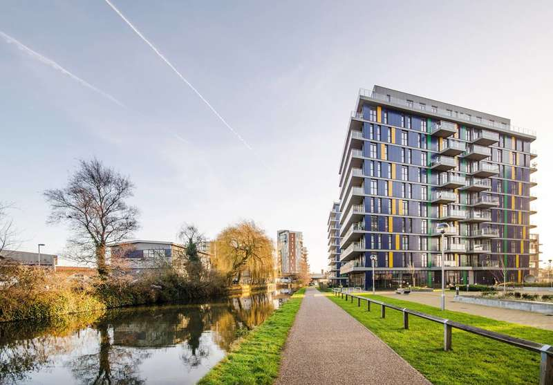 2 Bedrooms Flat for sale in Hatton Road, Wembley, HA0