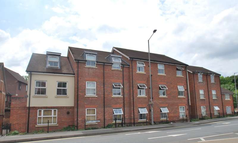 2 Bedrooms Flat for sale in Lancaster House, Germain Street, Chesham, HP5