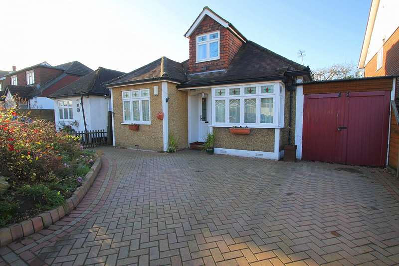 4 Bedrooms Detached Bungalow for sale in Hughes Road, Ashford, TW15