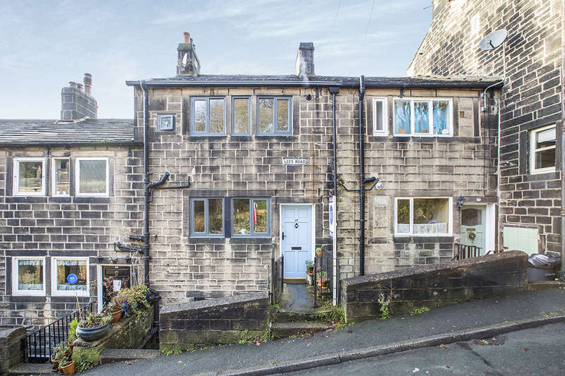 3 Bedrooms Terraced House for sale in Lees Road, Hebden Bridge, HX7