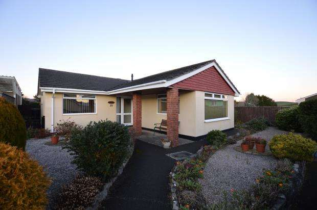 3 Bedrooms Detached Bungalow for sale in Oaklands Park, Buckfastleigh, Devon