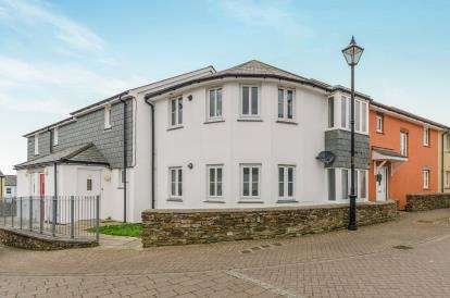 2 Bedrooms Flat for sale in Redruth, Cornwall, United Kingdom